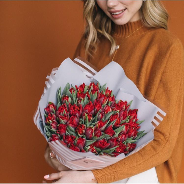 тюльпаны пионовидные алые