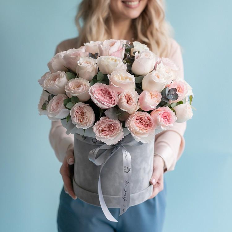 Шляпная коробка с розами Девид Остин Кейра