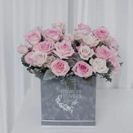 Шляпная коробка с пионовидными розами О'хара